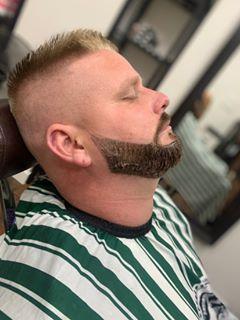 Farbenie brady a úprava strihu