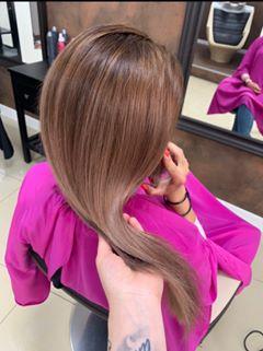 Prechod zo svetlej na hnedú farbu vlasov