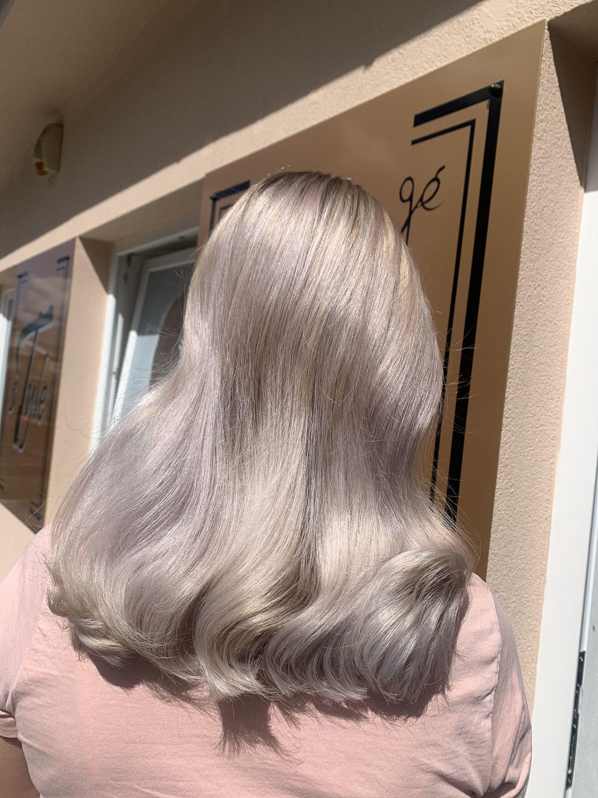 Presvetlenie prirodzených vlasov